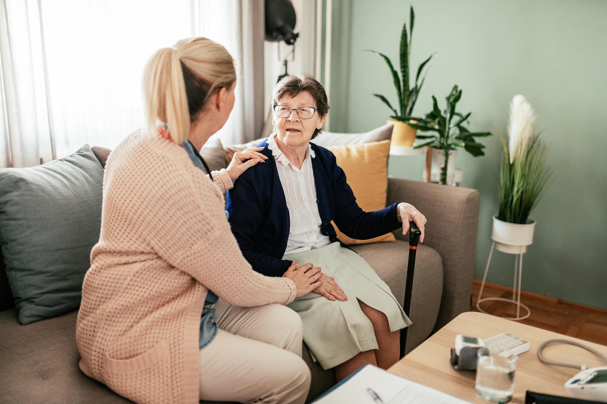 Accompagner un parent en maison de retraite - Odella.fr