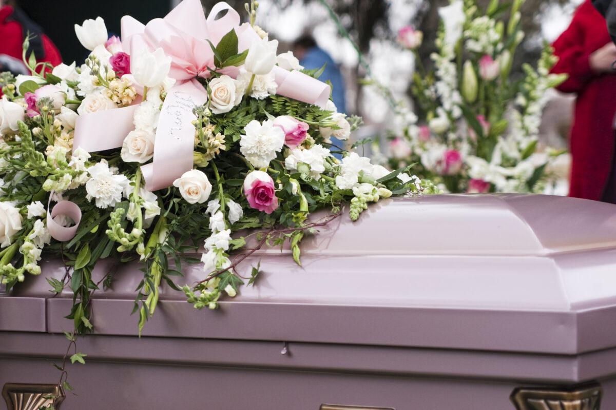 Je vais à mon premier enterrement, comment se passe la mise en bière? - Odella.fr