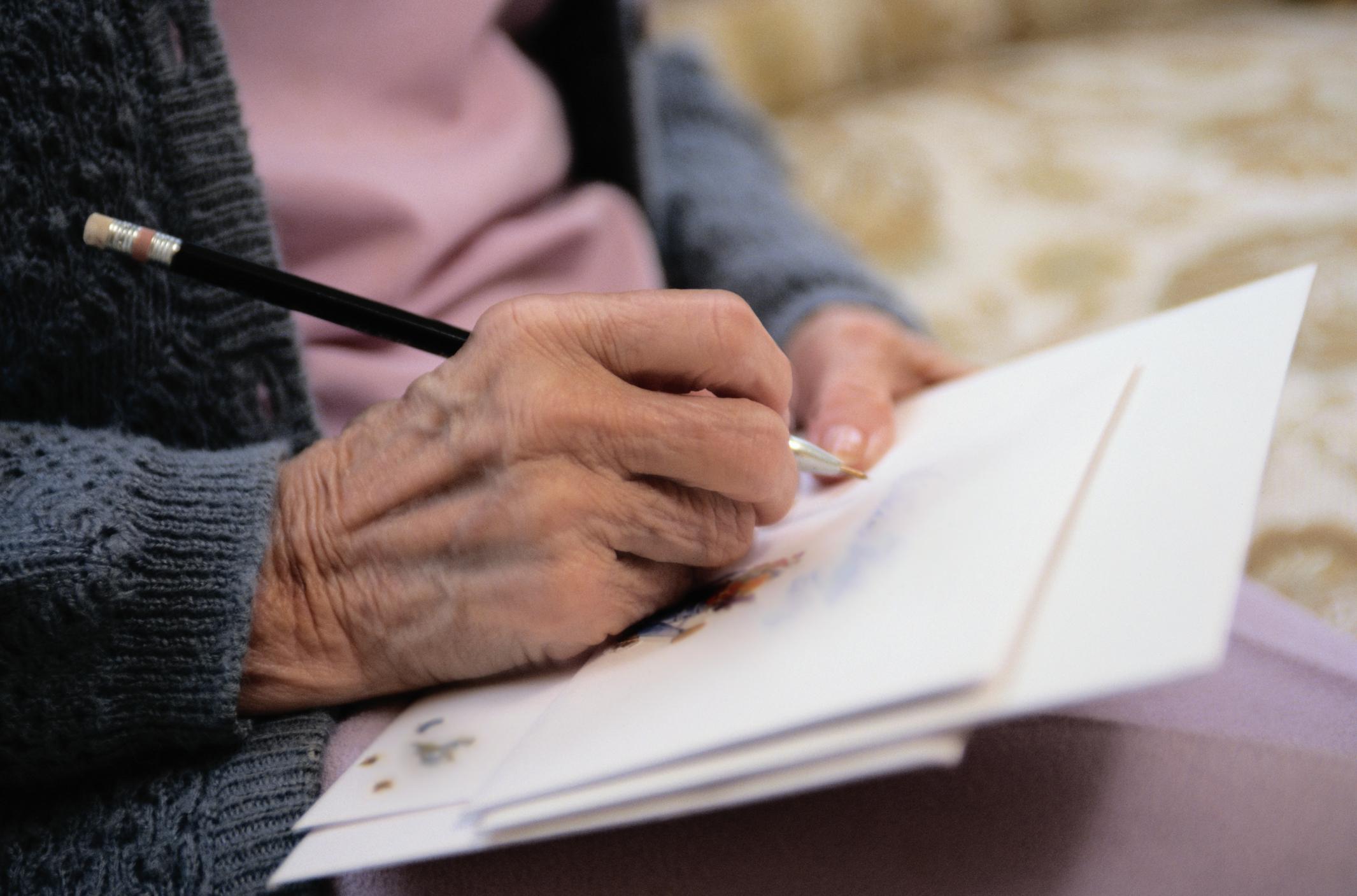 Comment écrire une carte de remerciement pour un enterrement