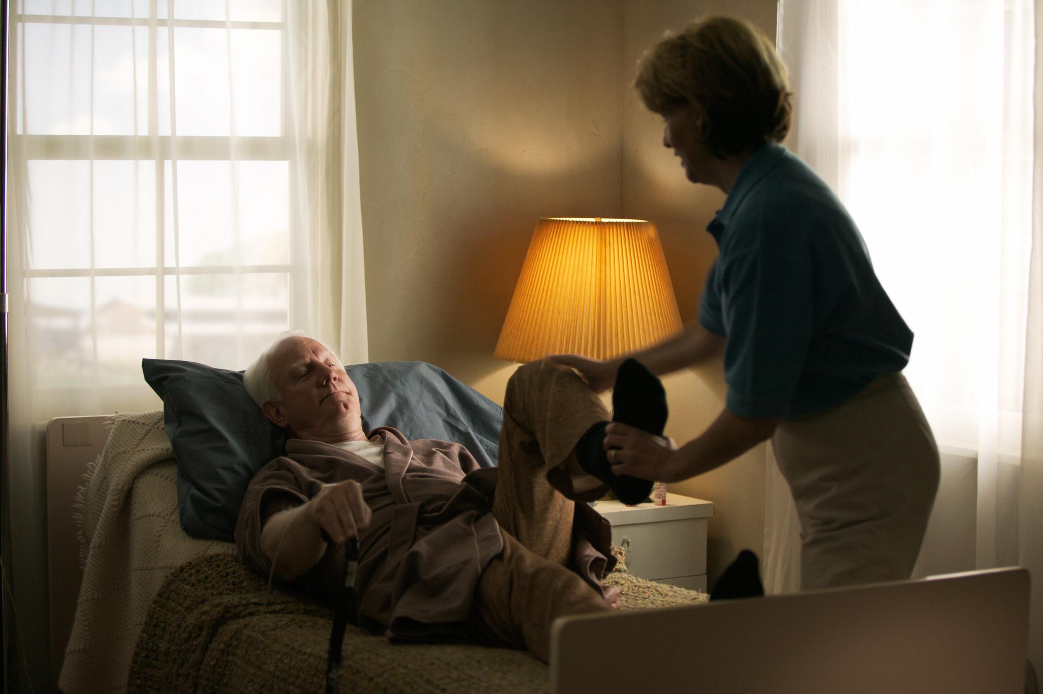Hospitalisation à domicile, devenir aidant pour son conjoint - Odella.fr