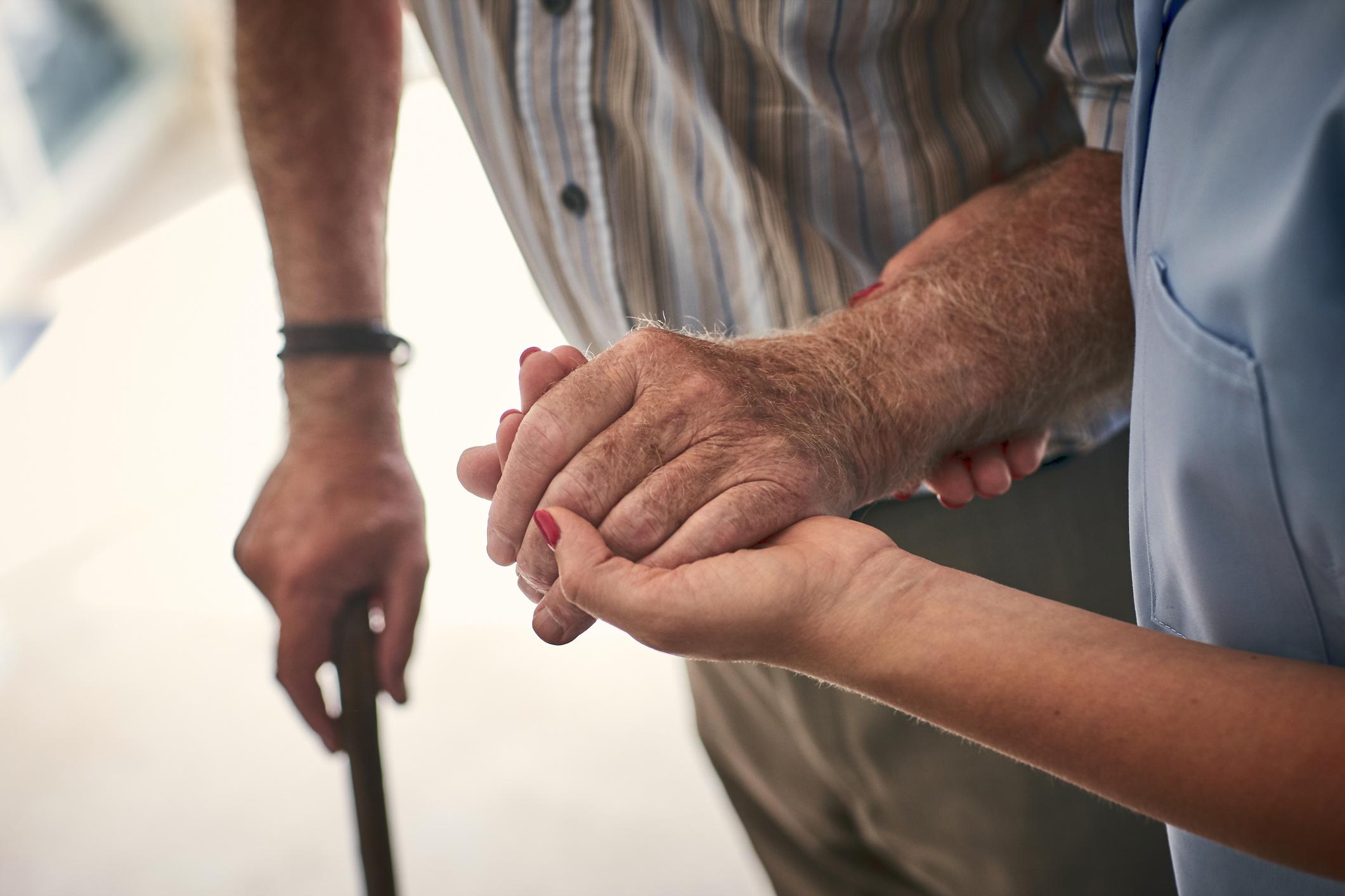 Quand aborder l'accompagnement de fin de vie avec ses proches - Odella.fr