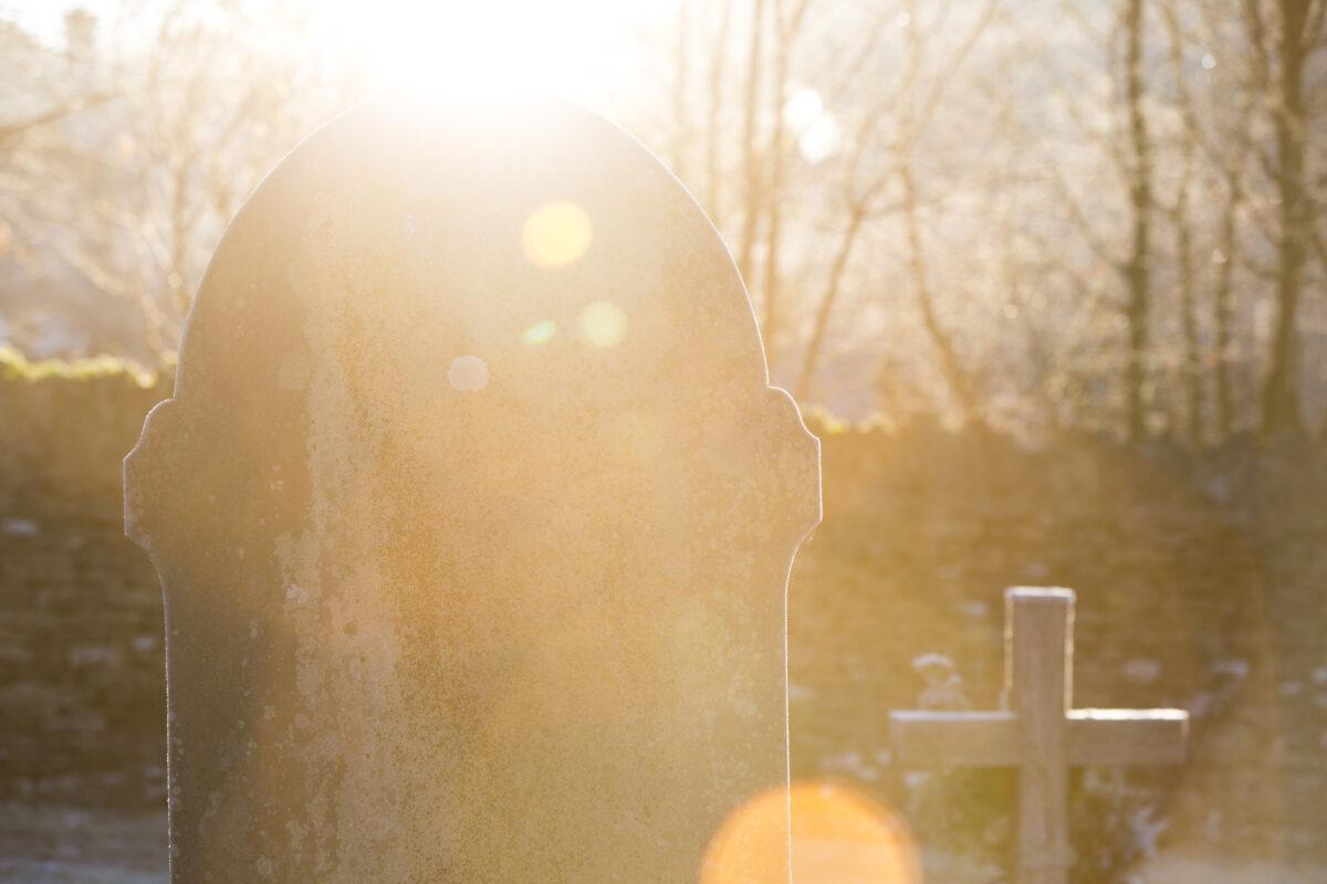 La stèle funéraire, y a-t-il une norme et des obligations - Odella.fr