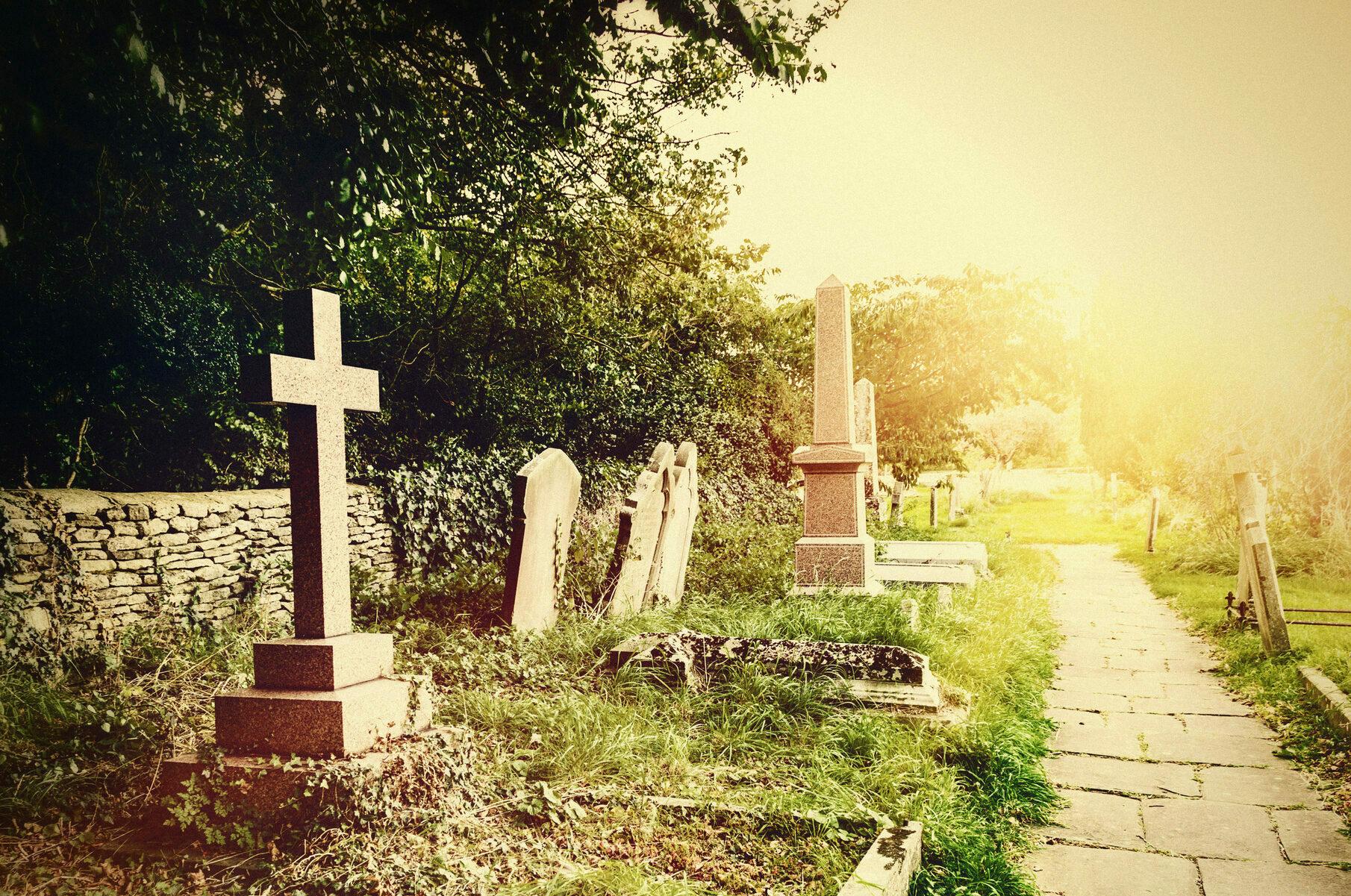 Comment choisir la plaque funéraire - Odella.fr