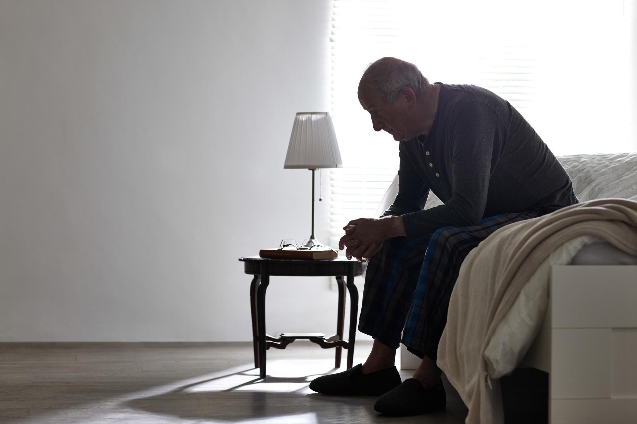 Fin de vie à domicile ou maison de retraite, comment choisir - Odella.fr